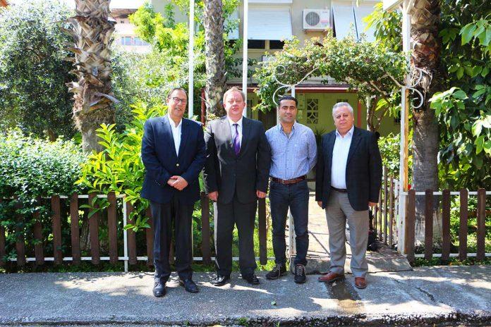 Rusya Federasyonu Antalya Başkonsolosu Oleg Rogoza, Alanya Turistik İşletmeciler Derneği'ni ziyaret etti.