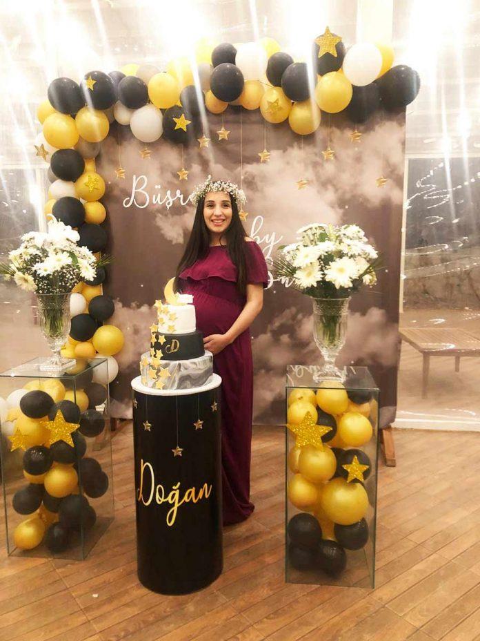 Anne olmaya hazırlanan Büşra Babaoğlu'na kardeşleri Betül ve Buse Elçi, sürpriz bir baby shower kutlaması yaptılar.