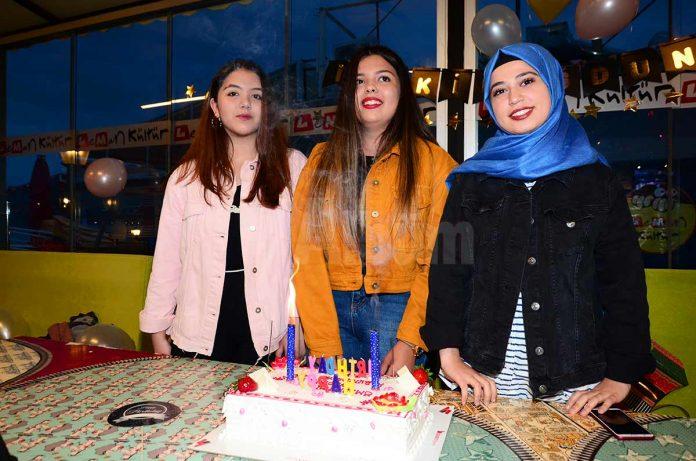 Nimet Alaettinoğlu Anadolu Lisesi öğrencisi Şevval Atalay ile Sınav Temel Lisesi öğrencisi Şükran Kübra Ak'a arkadaşları tarafından doğum günü sürprizi yapıldı.