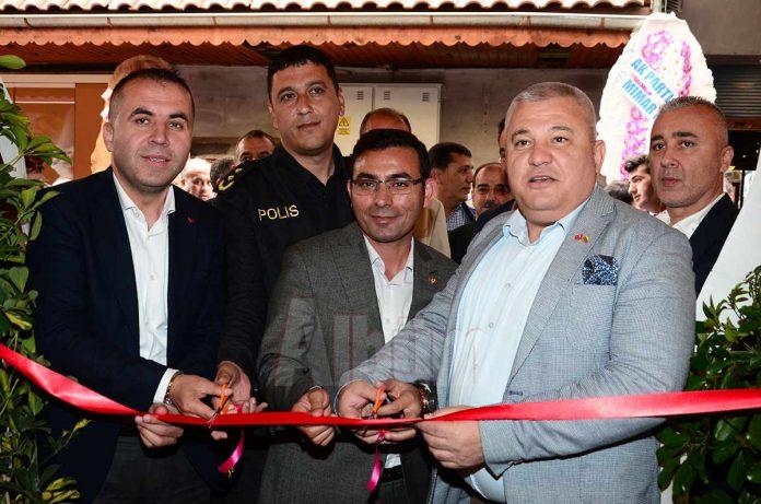 Murat Girenes ile İzzet Arıkan'ın ortakları olduğu Takıl Pide'nin açılışı gerçekleştirildi.