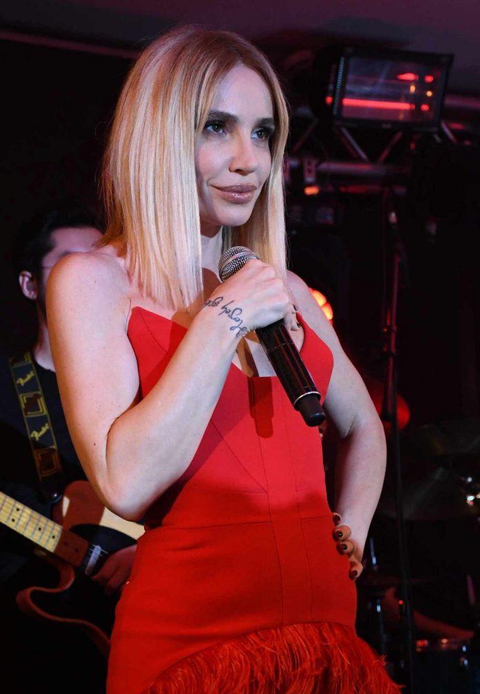 Şarkıcı Gülşen, ablasının öldüğü yönündeki yalan haberi teyit etmek için kendisini arayanlara sosyal medya hesabından sitem etti.