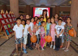 Alanya Belediye Tiyatrosu tarafından 5 yıldır yürütülen 'Orada Bir Köy Var Uzakta Projesi' kapsamında 4 bin 500 öğrencinin yaptığı 'Mutluluk Çocuğa Yakışır' isimli resim sergisinin açılışı gerçekleştirildi.