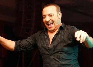 Şarkıcı Cenk Eren, babasının sözünü yerine getirerek Bağkur'dan emekli oldu. Şarkıcı, emeklilik haberini ve alacağı maaşı sosyal medya hesabından duyurdu.