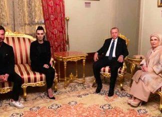 Cumhurbaşkanı Recep Tayyip Erdoğan'ın Dolmabahçe Sarayı'ndaki Muayede Salonu'nda verdiği iftar iş, sanat ve spor dünyasından birçok ünlü isim katıldı.